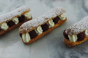 Eclair chantilly framboises